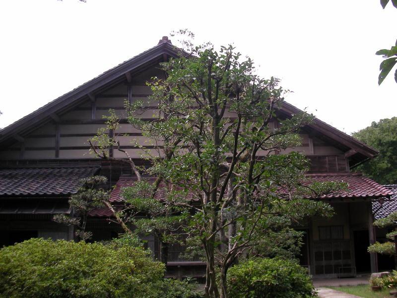 邸宅(デカくて撮れん)